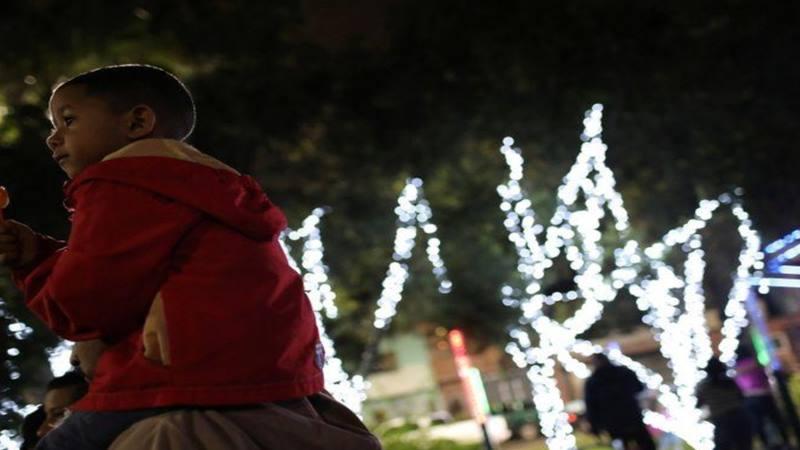 Dekorasi lampu Natal di Venezuela mengundang kontroversi di tengah masyarakat. - Reuters