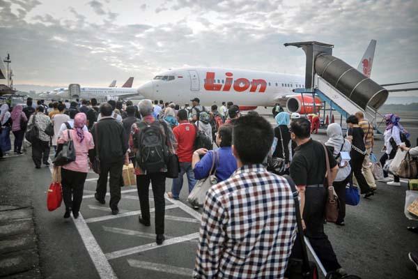 Kepadatan penumpang di Bandara Adisutjipto di Sleman, Yogyakarta. - Antara/Anis Efizudin