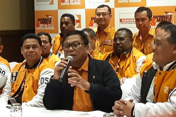 Oesman Sapta Odang (OSO), Ketua terpilih Hanura, memberikan keterangan pada Rabu 18 Desember 2019 menanggapi pernyataan Wiranto dari kepengurusan Hanura. - Bisnis/Jaffry Prabu Prakoso