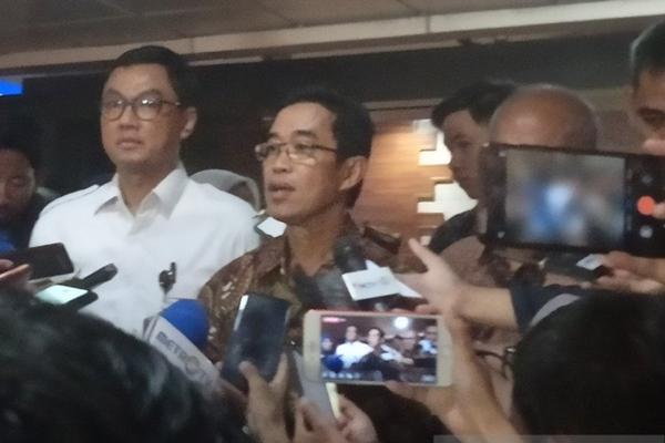 Direktur Utama PLN Zulkifli Zaini memberikan keterangan di Gedung Kementerian BUMN, Jakarta, Senin (23/12/2019). - ANTARA/Zubi Mahrofi