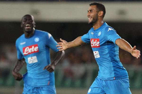 Faouzi Ghoulam (kanan) selepas mencetak gol untuk Napoli. - ESPN