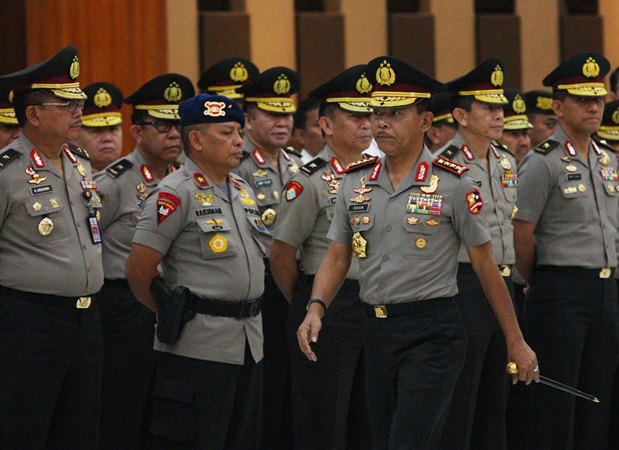 Kapolri Jenderal Pol. Idham Azis (membawa tongkat komando) menunjuk Irjen Nana Sujana sebagai Kapolda Metro Jaya. - ANTARA /Reno Esnir