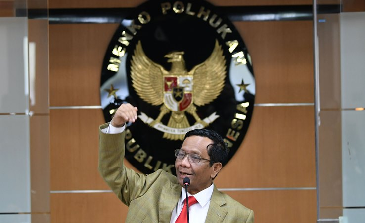 Menko Polhukam Mahfud MD saat memberikan keterangan pers di Kemenko Polhukam, Jakarta, Kamis (12/12/2019). - ANTARA/M Risyal Hidayat.