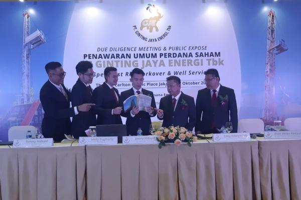 Jajaran Direksi dan Komisaris PT Ginting Jaya Energi Tbk. saat menggelar paparan publik dalam rangka penawaran umum perdana saham di Jakarta, Rabu (2/10/2019)-Bisnis - Muhammad Ridwan