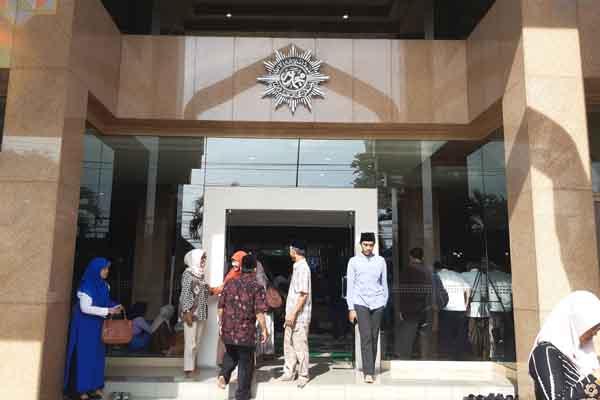 Kerabat dan kolega melayat Amarhum Yunahar Ilyas di PP Muhammadiah Jogja, Jumat (3/1/2019).  - Harian Jogja/Lugas Subarkah