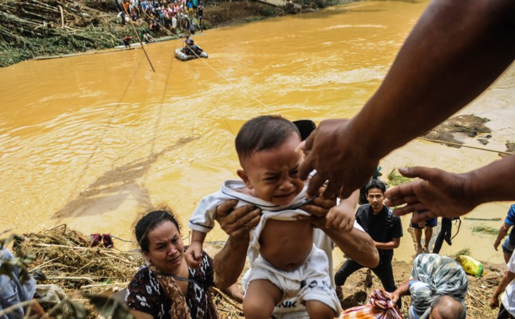 Ilustrasi evakuasi - ANTARA/Muhammad Bagus Khoirunas