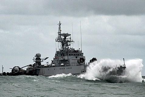 Ilustrasi kapal perang TNI - Antara/Joko Sulistyo