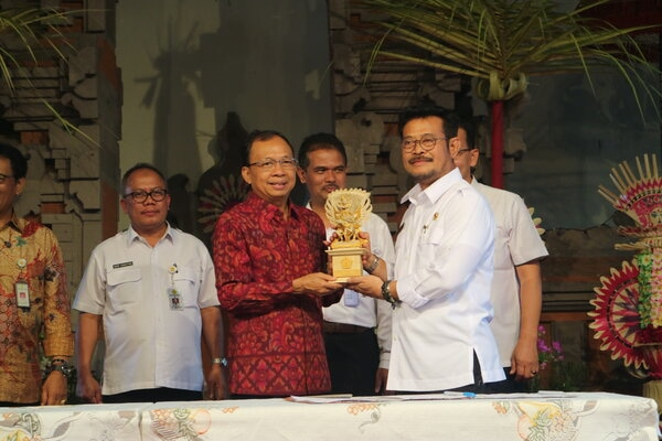 Menteri Pertanian RI Syahrul Yasin Limpo diterima Gurbernur Bali Wayan Koster bersama jajaran di Rumah Jabatan Gubernur, Sabtu (4/1/2020). - Bisnis/Busrah Ardans