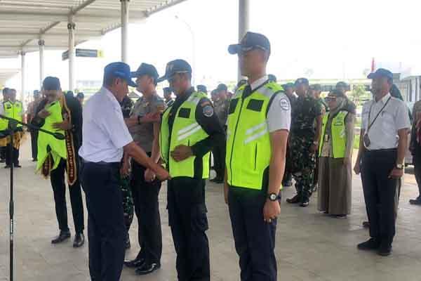 General Manager Bandara Jenderal Ahmad Yani, Hardi Ariyanto saat apel penutupan posko Nataru di Bandara Jenderal Ahmad Yani Semarang.