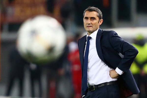 Pelatih FC Barcelona Ernesto Valverde. - Reuters/Tony Gentile