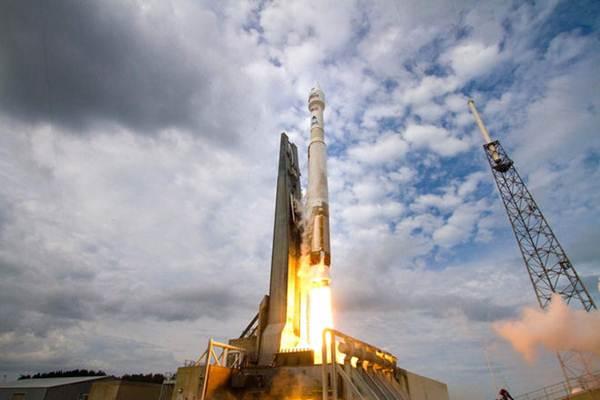 Peluncuran roket -