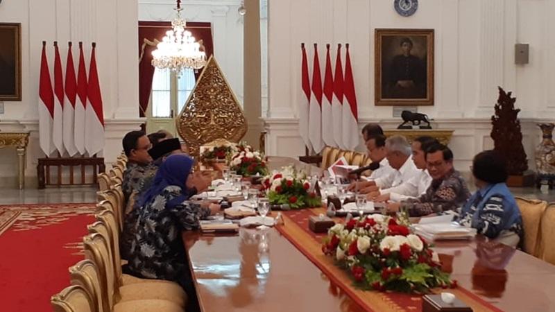 Presiden Joko Widodo menggelar rapat terbatas dengan lima kepala daerah terkait pencegahan dan penanganan banjir di Istana Merdeka, Rabu (8/1/2020). - Bisnis/Amanda Kusumawardhani