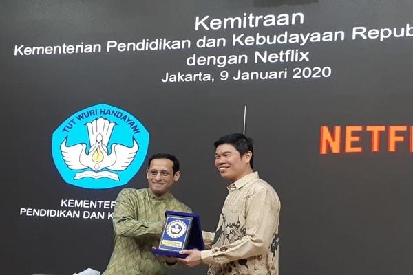 Mendikbud Nadiem Makarim dan Managing Director Netflix Asia Kuek Yu-Chuang di Gedung Kemendikbud, Jakarta Pusat pada Kamis (9/1/2020) - Bisnis.com - Ria Theresia Situmorang