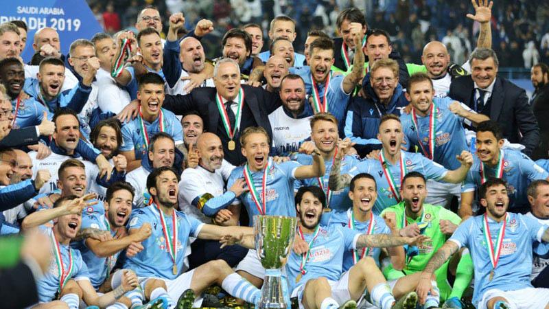 Lazio juara Supercoppa Italia 2019 setelah menghajar Juventus 3 - 1. - Reuters/Ahmed Yosri