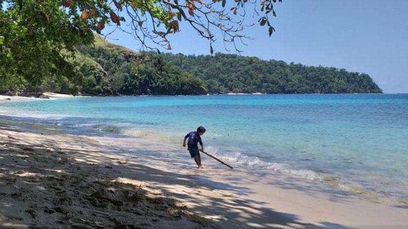 Pantai Pulisan di Kecamatan Likupang Timur, Kabupaten Minahasa Utara, Sulawesi Utara, lokasi KEK Pariwisata Likupang. - Antara