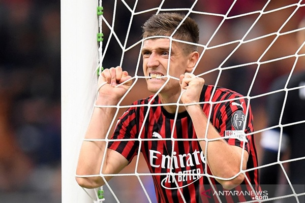 Spurs dan AC Milan setujui transfer Piatek. - REUTERS/Daniele Mascolo