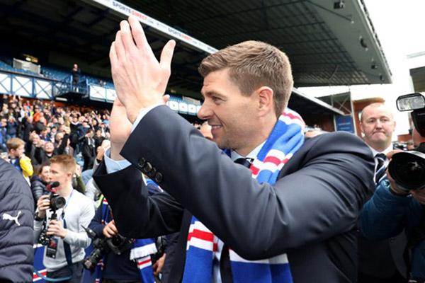 Steven Gerrard sebagai pelatih klub Skotlandia Rangers. - Reuters/Scott Heppell