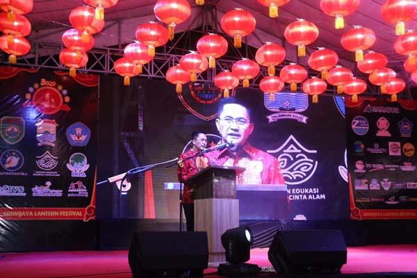Sekretaris Daerah Kota Palembang Ratu Dewa membuka Sriwijaya Lantern Festival dalam rangka menyambut Tahun Baru Imlek dan Cap Go Meh 2571. - Istimewa