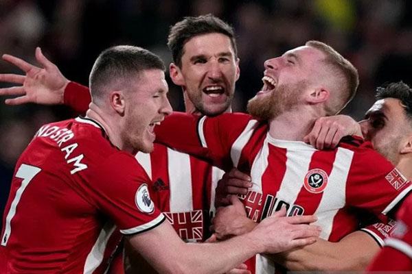 Penyerang Sheffield United Oliver McBurnie (kedua kanan) melakukan selebrasi bersama rekan-rekannya selepas menjebol gawang West Ham. - Reuters/Andrew Yates