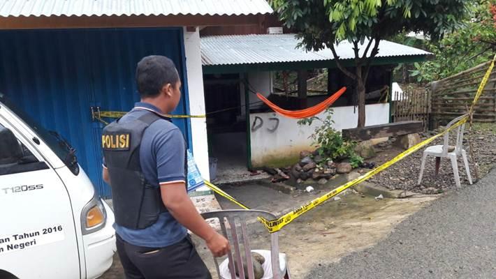 Garis polisi terpasang di lokasi ledakan bom tas di Seluma, Bengkulu - Istimewa