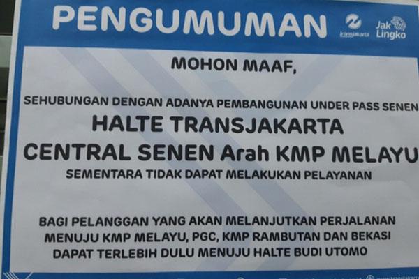 Pengumuman di Halte Senen Sentral, Sabtu (11/1/2020). - Bisnis.com/Samdysara Saragih