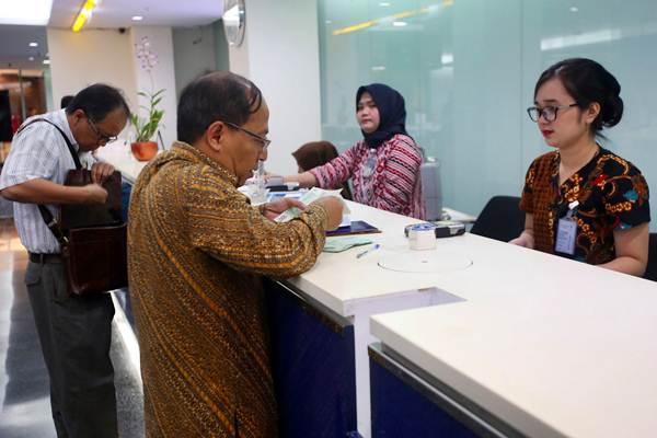 Aktivitas layanan perbankan - Bisnis/Abdullah Azzam