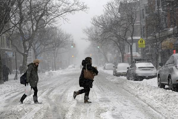Salju di New York, AS - Reuters/Brendan McDermid