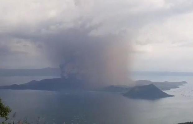 Gunung Taal meletus - Reuters