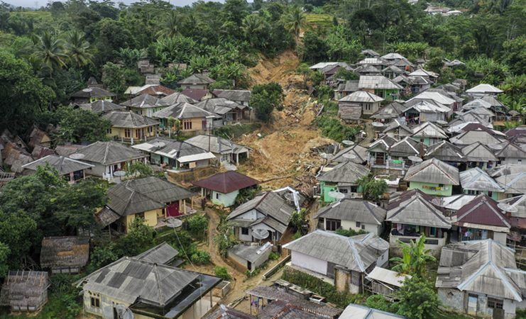 Foto areal kondisi Desa Adat Urug pascabencana tanah longsor dan banjir bandang di Kecamatan Sukajaya, Kabupaten Bogor, Jawa Barat, Jumat (10/1/2020). - ANTARA / Galih Pradipta