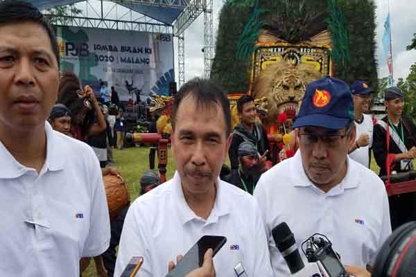 Direktur SDM dan Administrasi  PT PJB, Suharto, (tengah) saat menghadiri Pembukaan Bulan K3 PT PJB  di Unit Pembangkitan Brantas, Malang, Jawa Timur, Senin (13/1/2020) - Bisnis/Choirul Anam