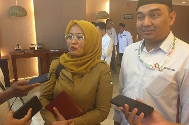 Kabiro BUMD dan Investasi Setda Jabar Noneng Komara dan Direktur Utama PT MUJ Begin Troy - Bisnis/Wisnu Wage