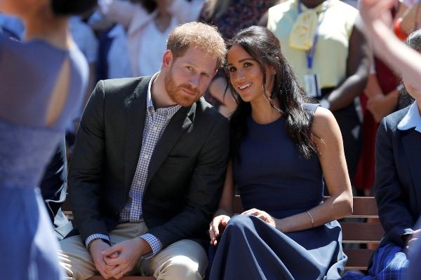 Pangeran Harry dan istrinya, Meghan Markle, menghadiri sebuah acara di Macarthur Girls High School di Sydney, Australia, Jumat (19/10/2018). - Reuters/Phil Noble