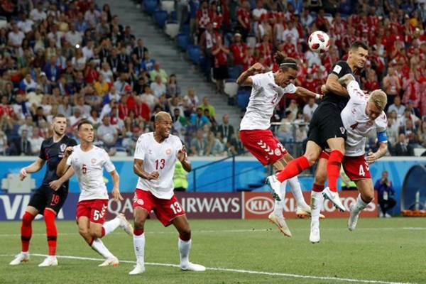 Kapten Timnas Denmark Simon Kjaer (kanan) ketika tampil melawan Kroasia di Piala Dunia 2018. - Reuters