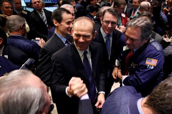 Kepala Eksekutif Boeing yang baru, David Calhoun (tengah). - Reuters