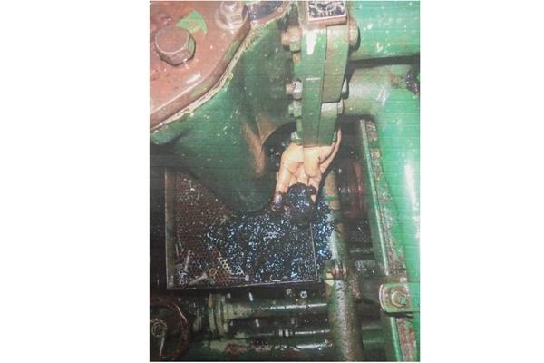 Endapan minyak FAME (fatty acid methyl ester) dalam mesin kapal akibat proses pencampuran yang tidak sempurna. - Dok. Gapasdap
