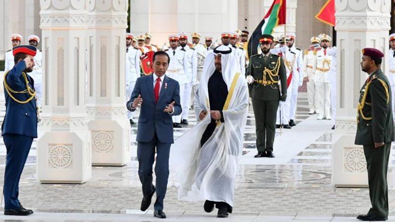 Presiden Joko Widodo seusai pertemuan bilateral dengan Putra Mahkota Uni Emirat Arab Sheikh Mohamed bin Zayed di Istana Qasr Al Watan. - Twitter