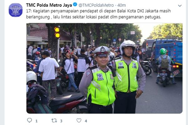 Pengamanan demo banjir oleh Polda Metro Jaya. Foto: akun twitter TMCPoldaMetro