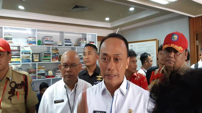 Direktur Jenderal Kependudukan dan Pencatatan Sipil Kementerian Dalam Negeri Zudan Arif Fakrulloh (nomor tiga dari kanan). JIBI/Bisnis - Iim Fathimah