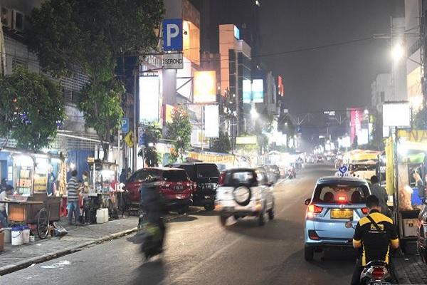 Suasana malam hari di kawasan kuliner Sabang, Jakarta Pusat. - Antara