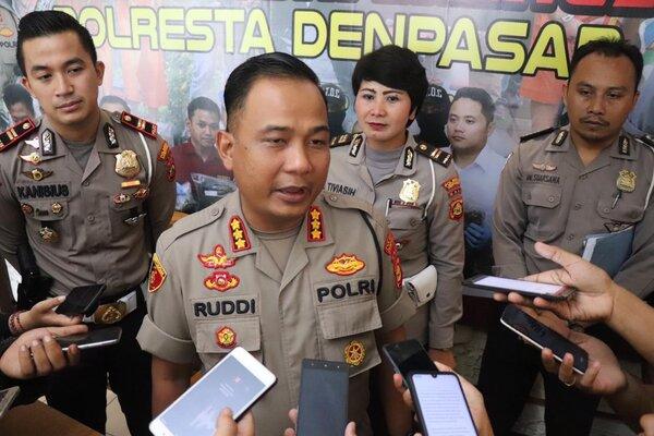 Kapolresta Denpasar Kombespol Ruddi Setiawan saat memberikan keterangan pers di Mako Polresta Denpasar, Rabu (15/1/2020). - Ist