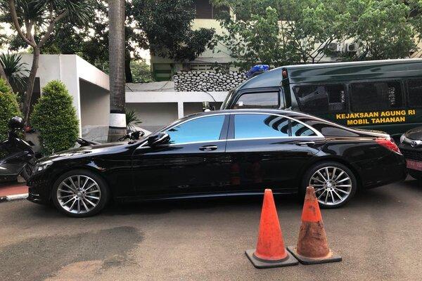 Kendaraan yang disita Kejagung dari tersangka kasus Jiwasraya. - Bisnis