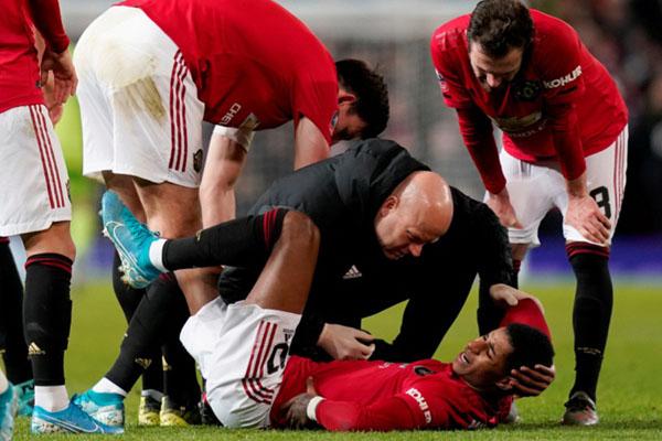 Marcus Rashford cedera saat MU menundukkan Wolves di FA Cup. - Reuters