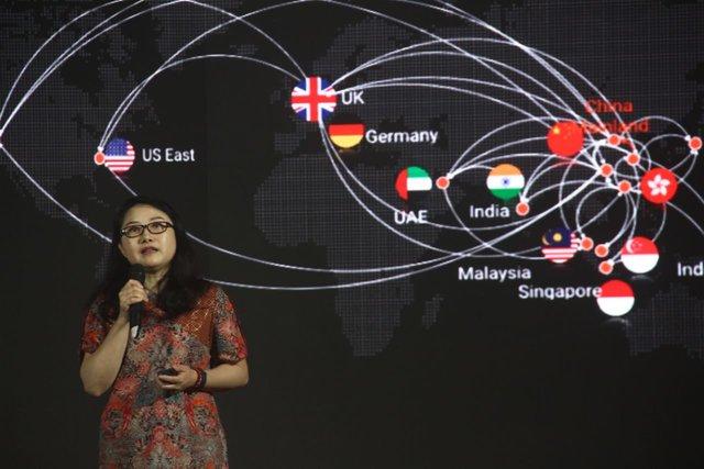 President of International Business Alibaba Cloud Intelligence, Selina Yuan menceritakan pencapaian Alibaba Cloud, Jakarta, Kamis (16/1/2020). - Bisnis/Triawanda Tirta Aditya