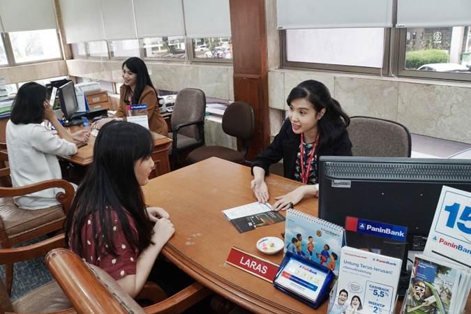 Aktivitas Layanan nasabah di kantor cabang Bank Panin, di Jakarta, Jumat (5/7/2019). - Bisnis/Himawan L Nugraha