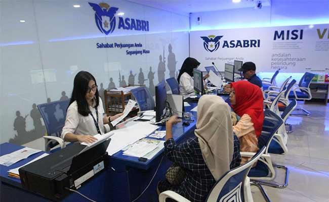 Aktivitas layanan nasabah di kantor PT Asuransi Sosial Angkatan Bersenjata Republik Indonesia (Asabri) di Jakarta Bisnis/Dedi Gunawan