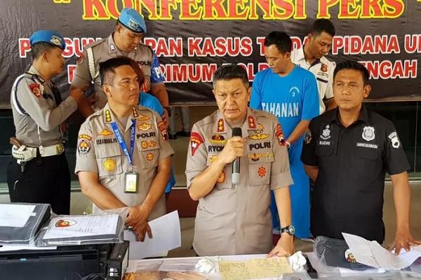 Kapolda Jateng Irjen Rycko Amelza Dahniel menjelaskan pengungkapan kasus Keraton Agung Sejagat di Semarang, Rabu (15/1 - 2020).