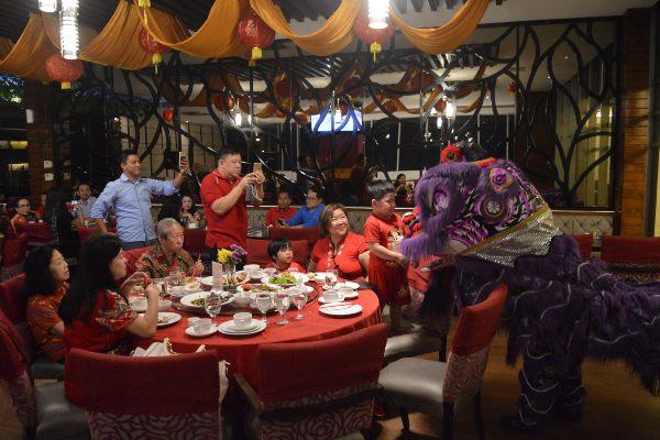 Star Hotel Semarang menawarkan paket makan malam spesial Imlek dengan harga Rp128.888 per orang.