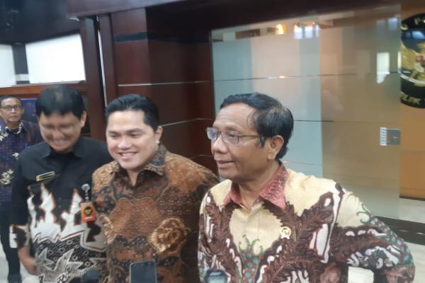 Menteri BUMN Erick Thohir dan Menko Polhukam Mahfud MD seusai pertemuan membahas kondisi keuangan Asabri, Kamis (16/1/2020). - Bisnis/Annisa S. Rini