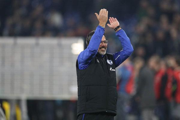 Pelatih Schalke 04 David Wagner menyambut kemenangan timnya atas Borussia Monchengladbach. - Twitter@s04