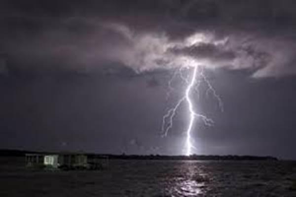 Hujan Petir. - JIBI